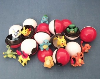15 figuras de pokemon coleccionables y 10 pokebolas 3.5 cm