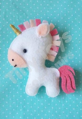 15 souvenirs unicornios + cartel con nombre personalizado