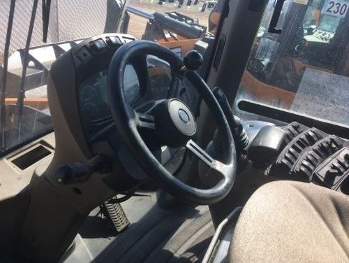 16) cargador frontal / trascavo case 821f 2013