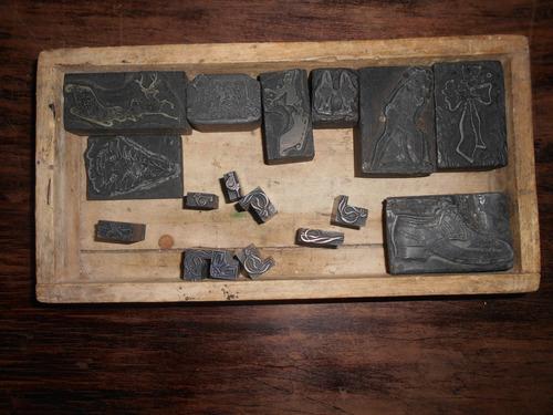 17 clissés de imprenta; 10 metálicos y 7 de madera.