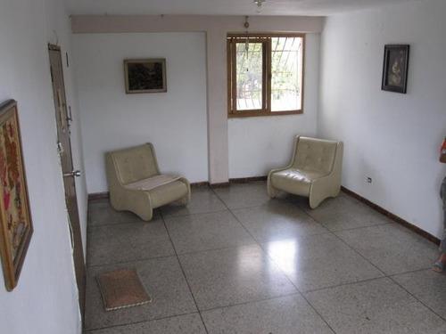 18-3450 se vende bonito y practico apartamento en maracay