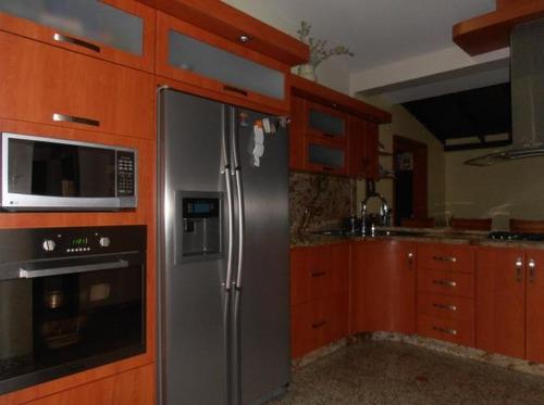 18-3528 se vende amplia y comoda muy comoda casa en maracay