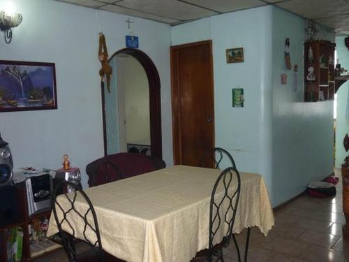 18-3748 se vende compacto y centrico apartamento en maracay