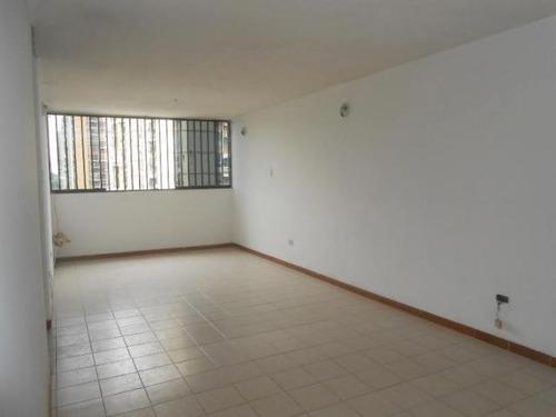 18-5519 se vende bello y centrico apartamento en maracay