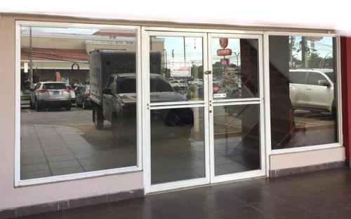 18-8100ml amplio local comercial en brisas del golf