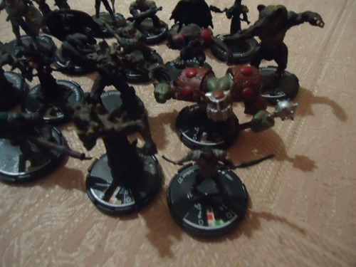 18 figures lot wizkids 2000 mage knight