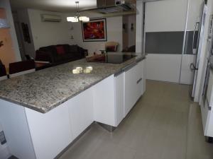 #19-11102 apartamento en venta los chaguaramos