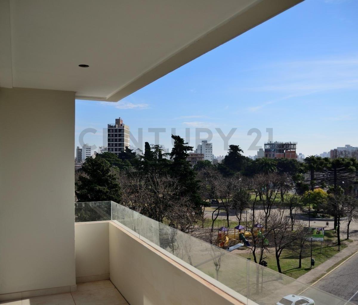 19 y 45. departamento 1 dor. balcón c/vista a la plaza azcuenaga.