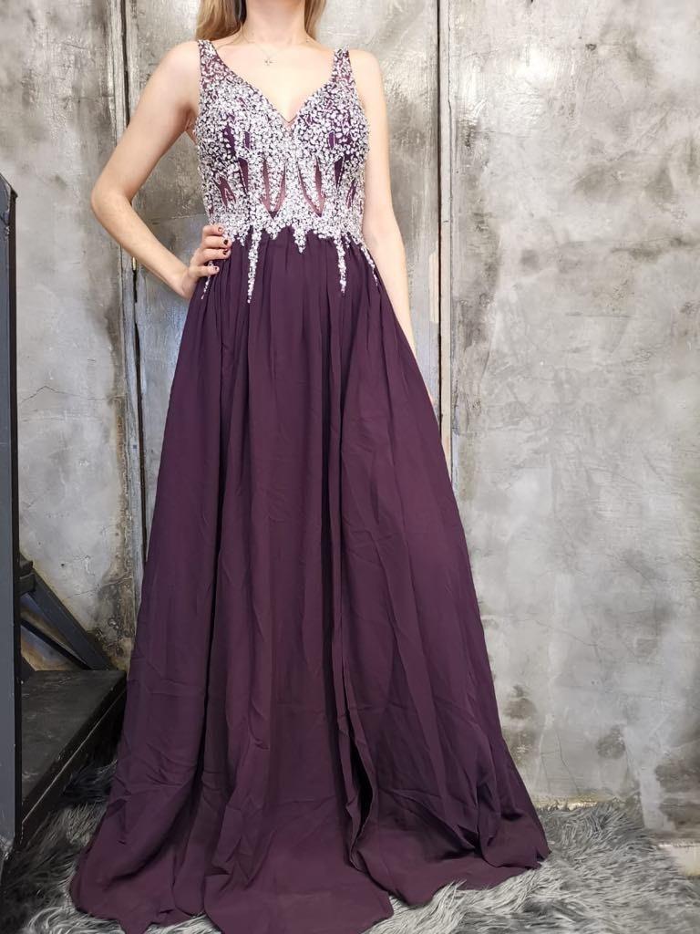 1901 02 Vestido Color Uva Con Pedrería