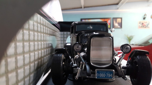 1932 ford 1932 hot rod a escala 1/18 en negro de collectio