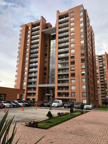 195 m2, 4 habitaciones,  5 baños, 3 parqueaderos