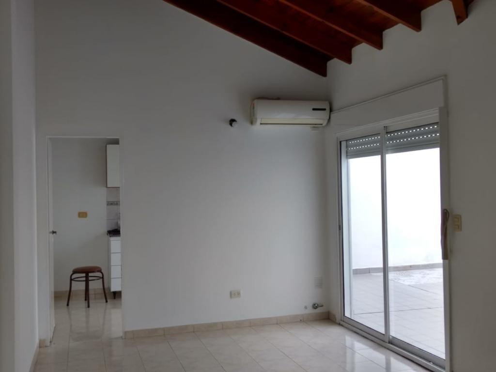195 ph 2 ambientes contrafrente, patio