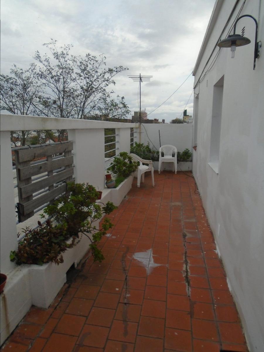 2 amb 1/2 con balcón terraza a la calle- con renta -