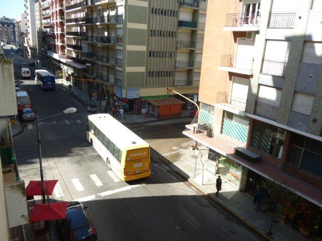 2 amb a la calle con ventanal - centro -