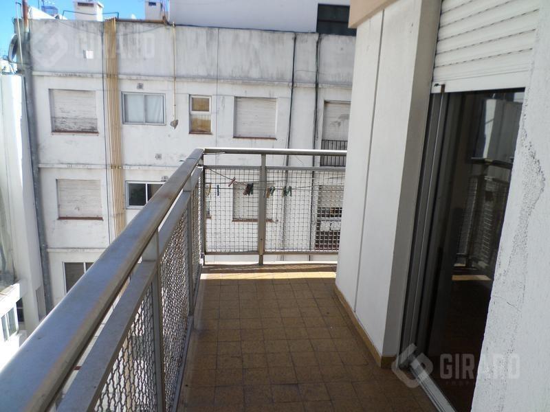 2 amb. al contrafrente,  con balcon corrido y cochera  |  edificio  maral 33  .