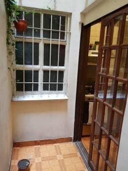 2 amb. amplios en planta baja con 2 patios en buen estado.