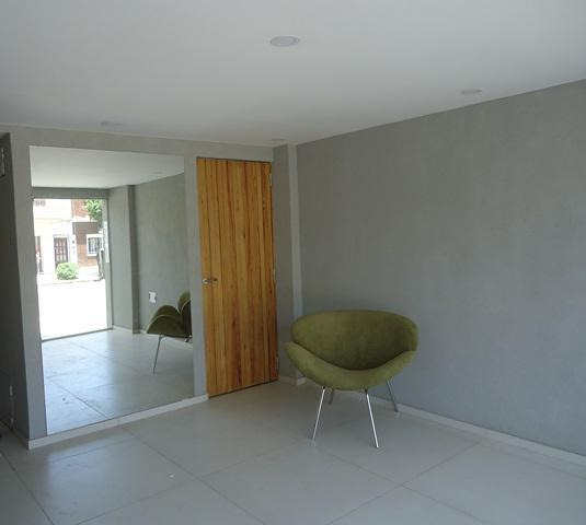 2 amb. c/balcón al frente a nuevo: av. cobo 555 pque. chacabuco oportunidad!!