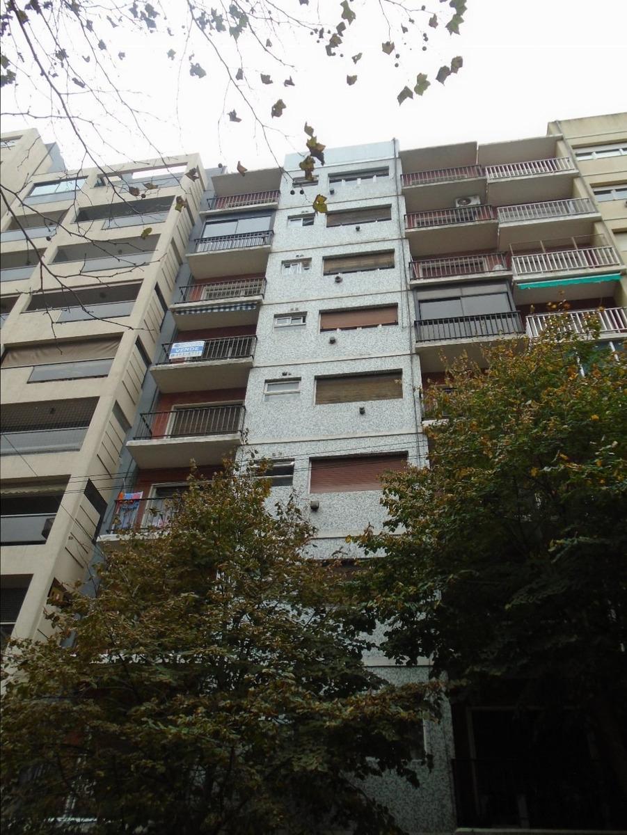 2 amb con balcón a la calle