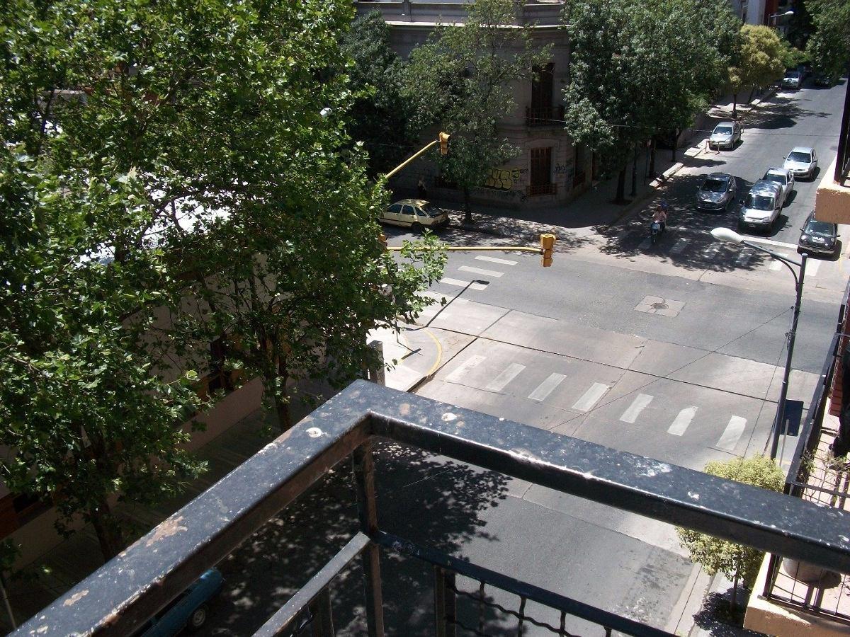 2 amb con dependencia reciclado a la calle con balcón