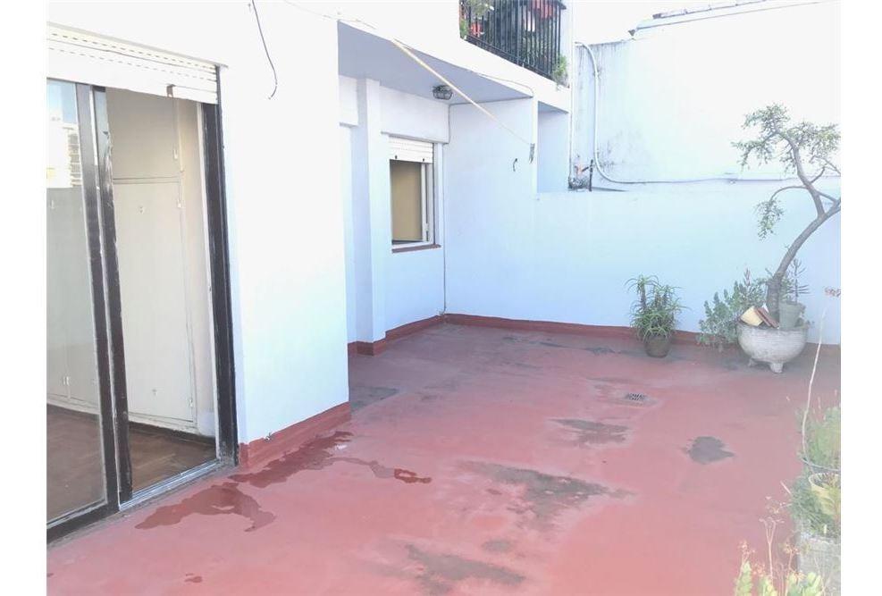 2 amb con terraza propia. inmejorable ubicacion