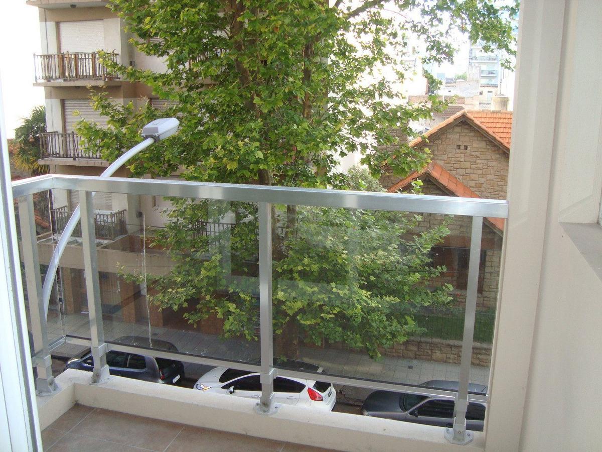 2 ambientes a la calle-balcon-
