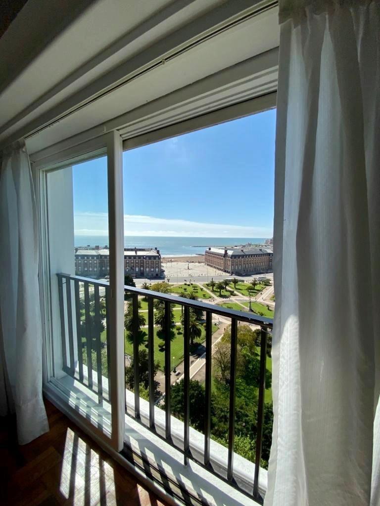 2 ambientes a la calle con balcón francés