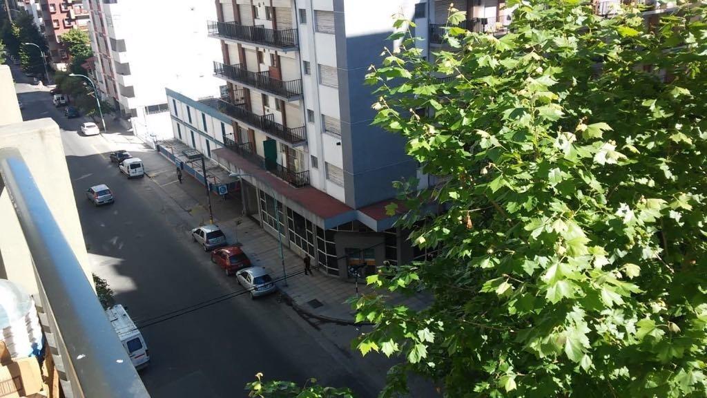 2 ambientes a la calle en zona plaza colon