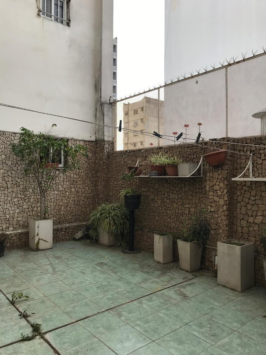 2 ambientes al frente con balcon corrido y patio enorme!!!