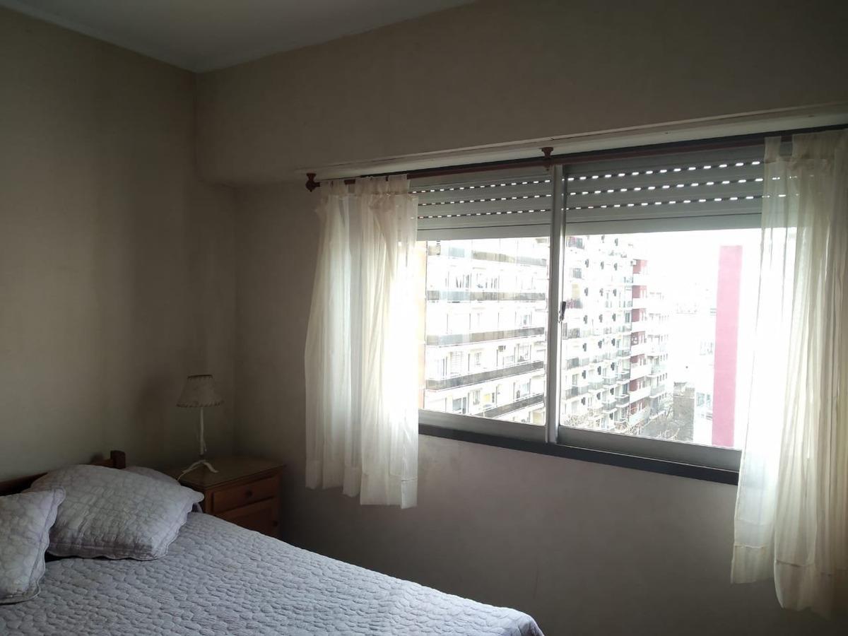 2 ambientes con balcón a la calle