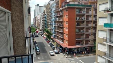 2 ambientes con balcon a la calle
