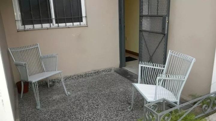 2 ambientes con patio- buen estado