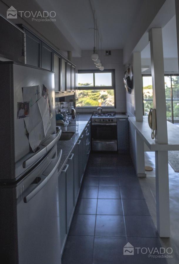 2 ambientes con un amplio living sobre la av. del libertador!
