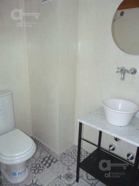 2 ambientes en dúplex. alquiler temporario en san telmo sin garantía.