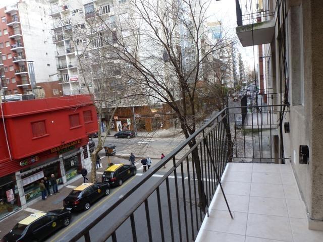 2 ambientes externo con balcon saliente a metros de plaza colon