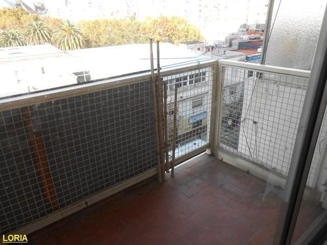 2 ambientes - frente con balcón - con renta - oportunidad.-