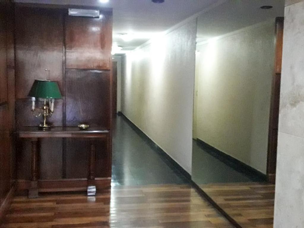 2 ambientes. incluye expensas y abl. apto profesional.