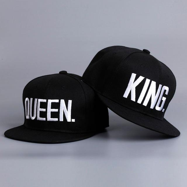 2 Boné Bordado Para Casal King Queen Rei Rainha Dourado - R  99 2b5168bff54