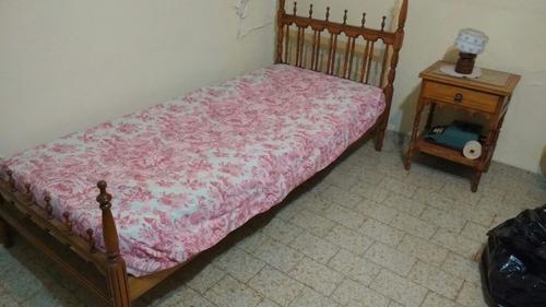 2 camas 1 plaza de madera torneada + mesita de luz + comoda