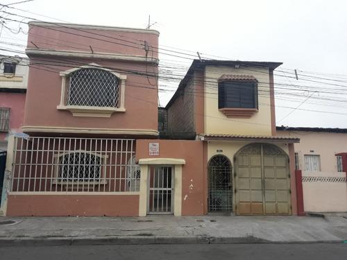 2 casa de dos pisos de hormigón armado