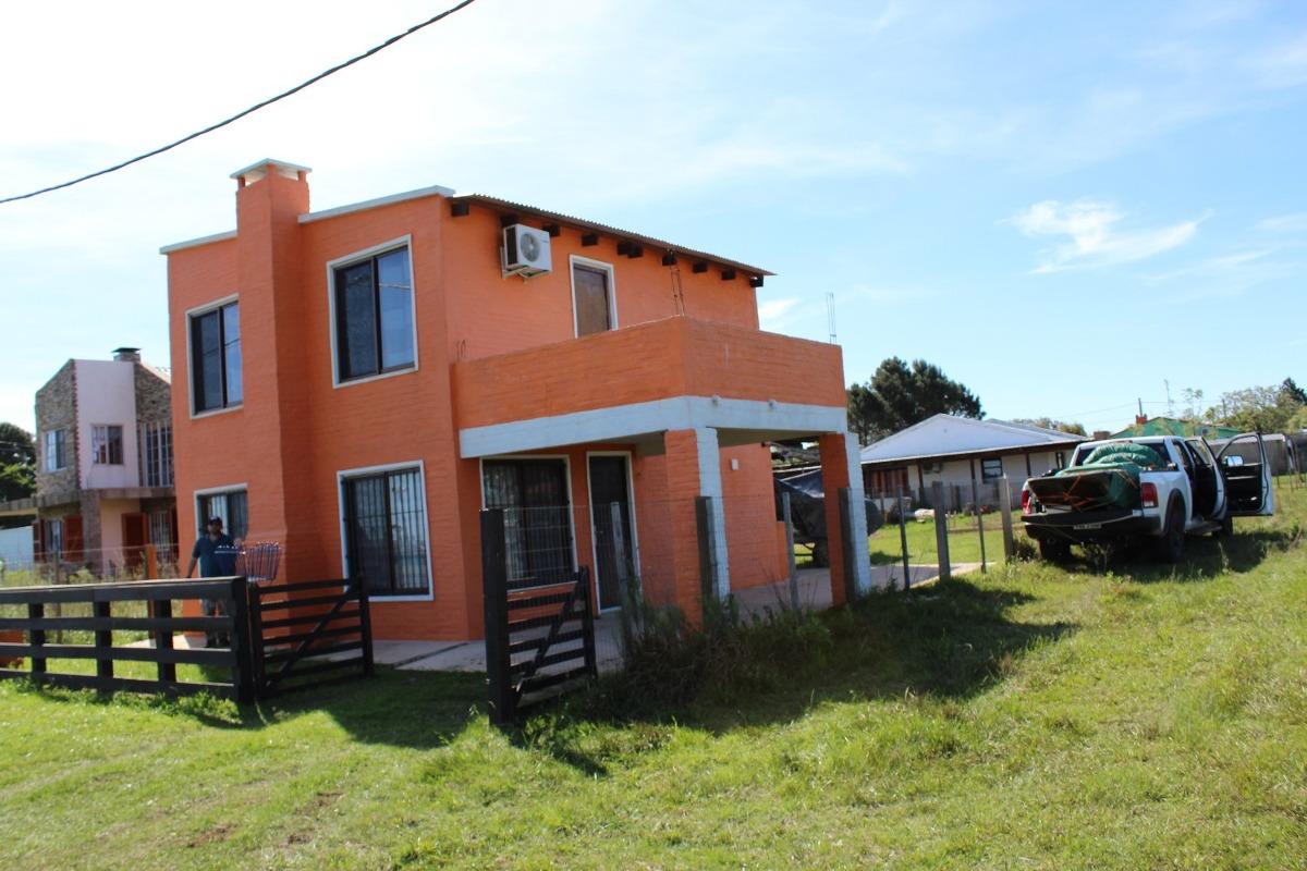 2 casas  2 dormitorios frente al rio,