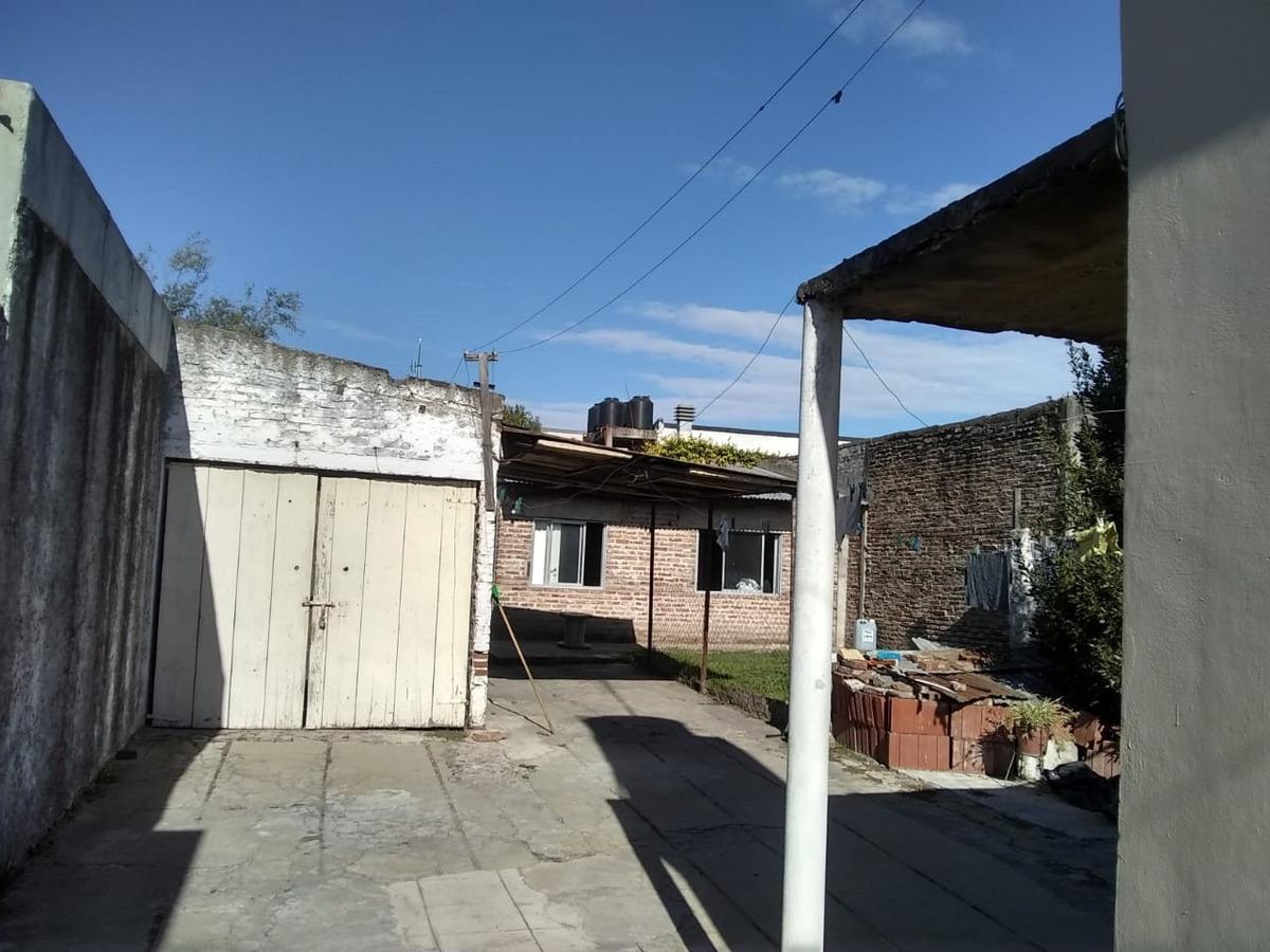 2 casas a 2 cuadras plaza