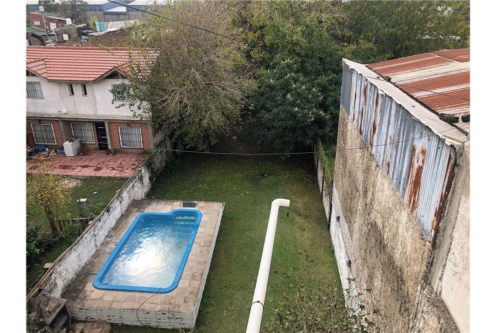 2 casas en block en hurlingham con piscina