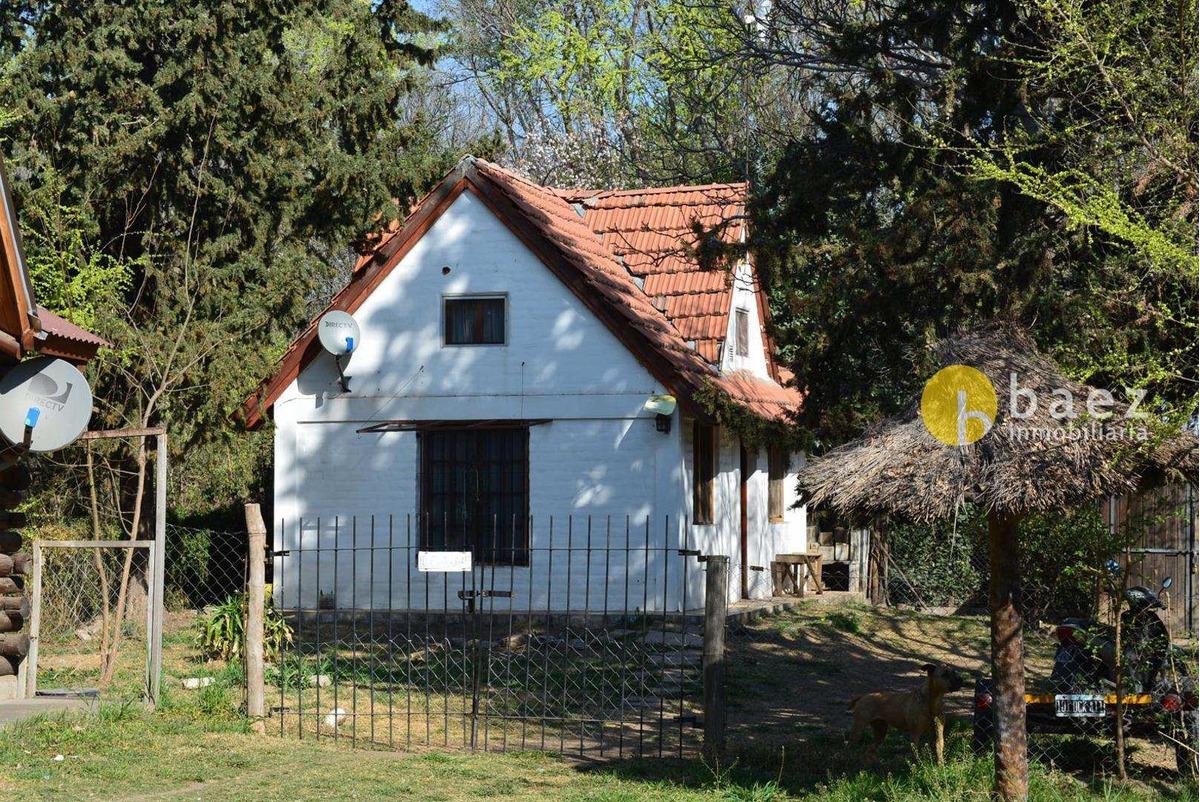 2 casas en carpintería sobre ruta nº 1