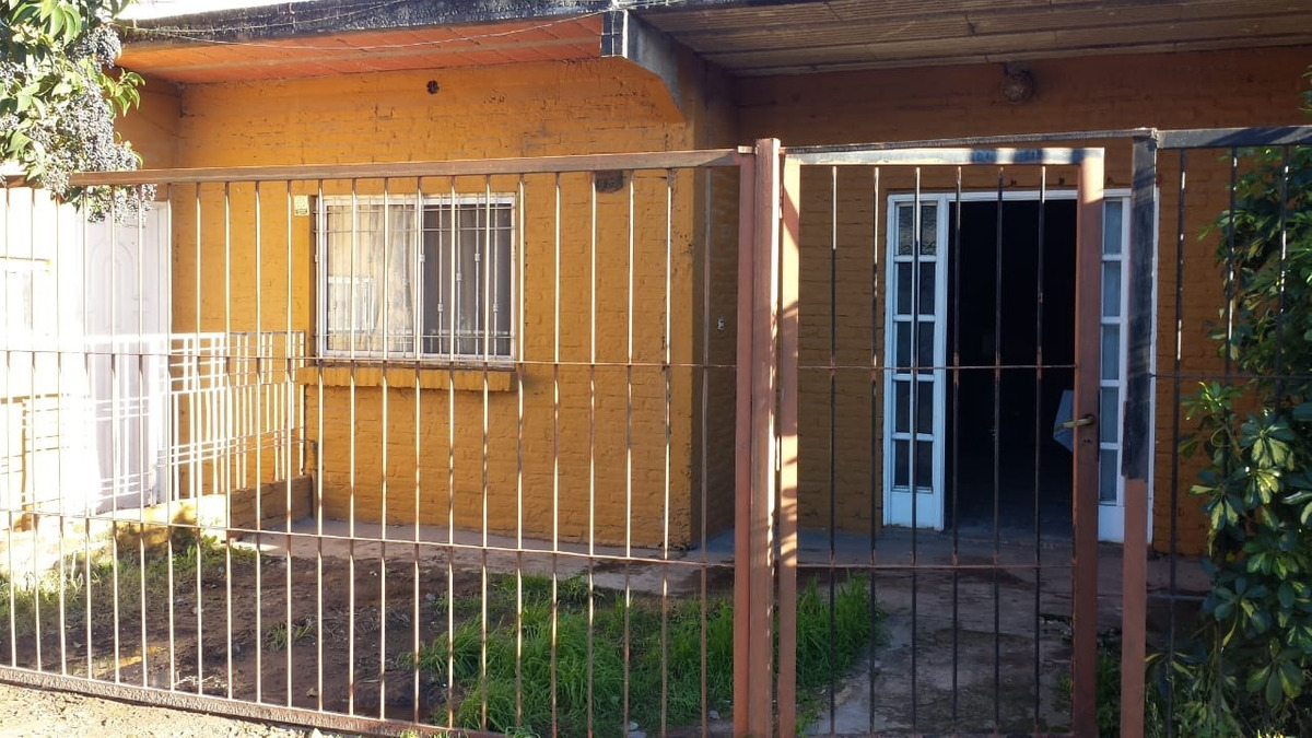 2 casas en ph gonzalez catan 3 ambientes cochera patio