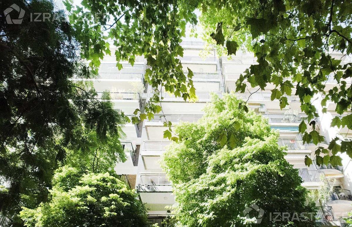 2 cocheras y excepcional jardín de uso común