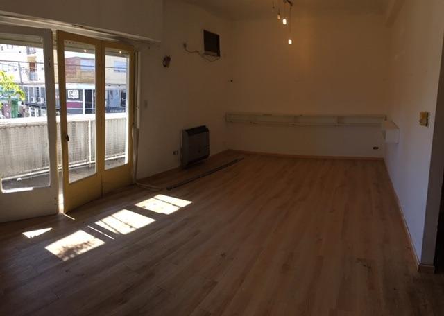 2 deptos juntos - uso comercial/profesional etc 1 y 2 piso