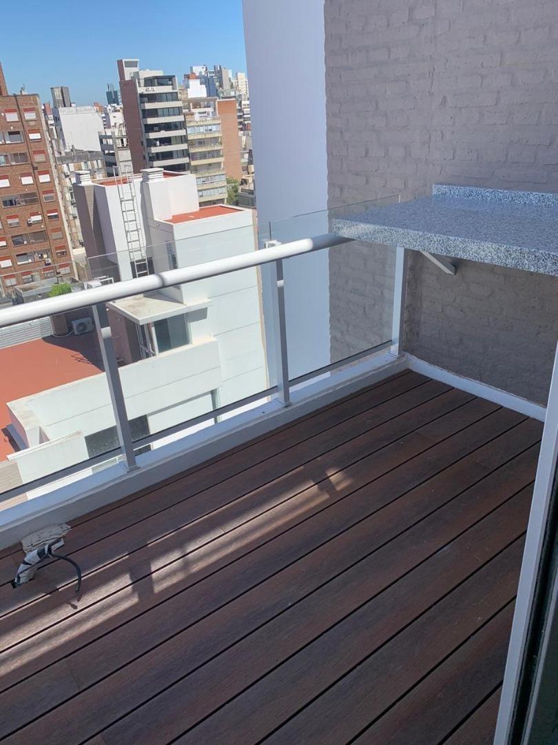 2 dorm. frente doble balcón con cochera y baulera