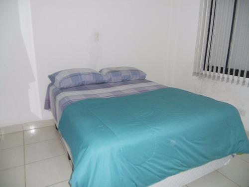 2 dormitórios, bem reformado