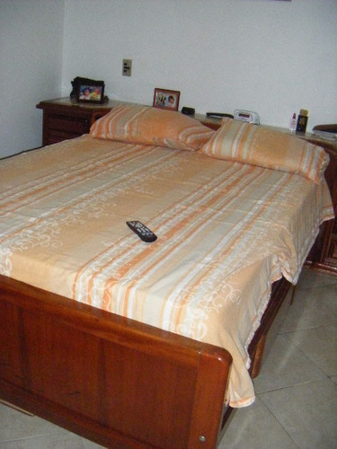 2 dorms c/ sacada quadra praia aparecida deps empregada