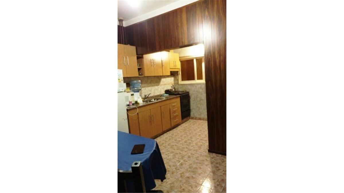 2 familias - casa 4 amb. + duplex 3 amb + cochera ofertar !